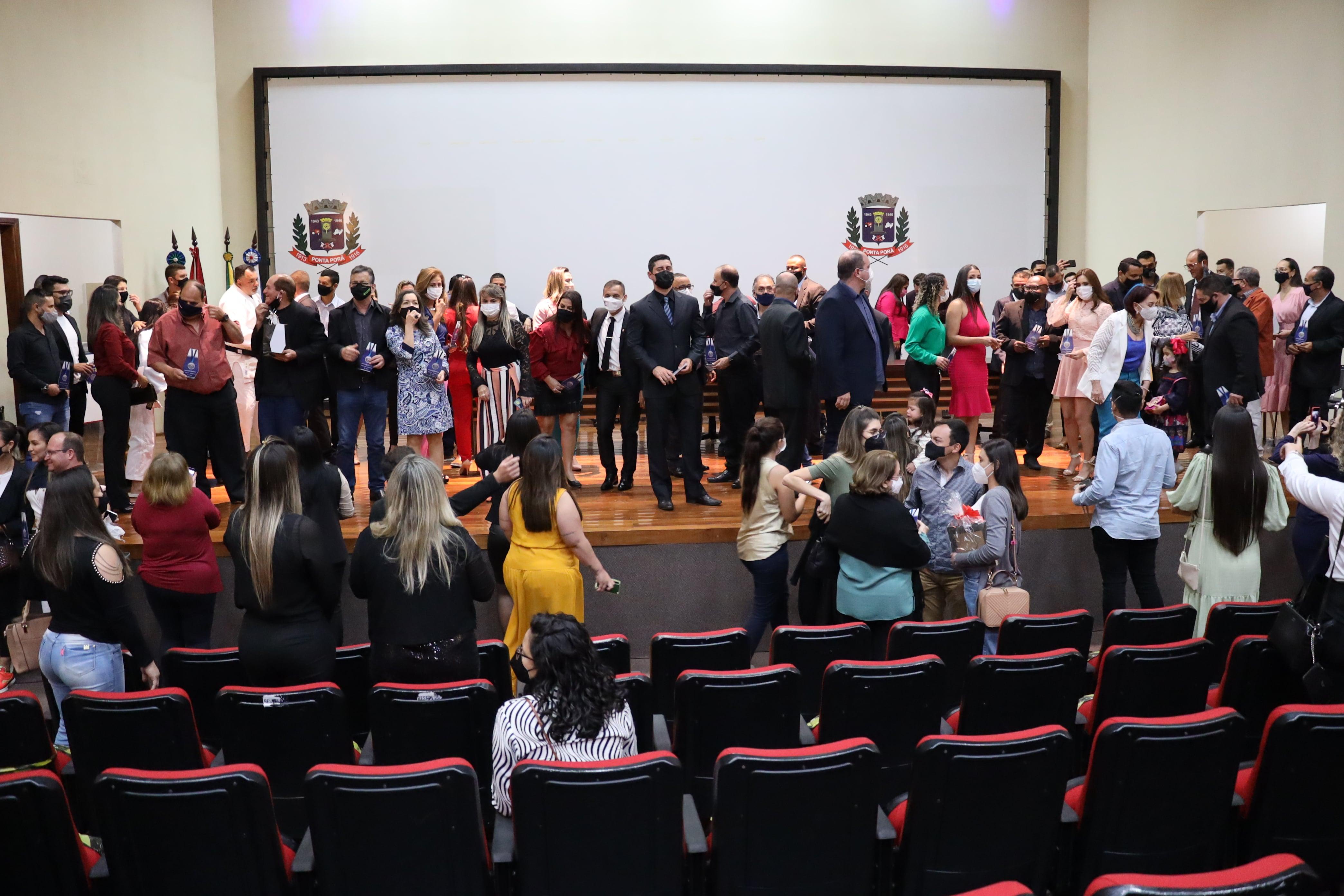 Câmara entregou Medalha Professor Adir Teixeira aos profissionais da educação física
