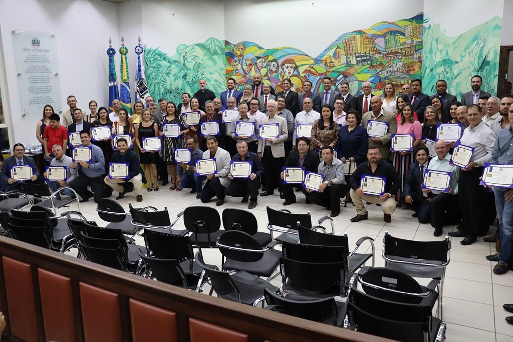 Sessão Solene de entrega de honrarias na Câmara Municipal emocionou pontaporanenses